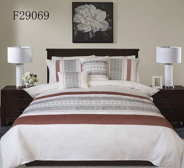 Luxurious White Duvet Cover with Zipper & Corner Ties
