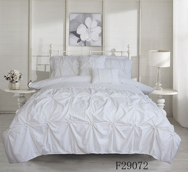Luxurious Pinch Pleated Duvet Cover with Zipper & Corner Ties