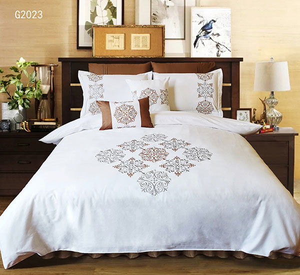 White Luxury Customized Microfiber polyester embroidery bedding set for hotel